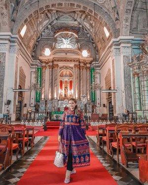 Gilaaa ini gereja bagus banget dan gereja yang udah super duper tua di manila.. Yes.. ini gereja san agustin yang ada di intramuros manila.. asli.. dalamnya bagus banget.. agak creepy bagi gue.. tp beneran sebagus itu.. Nonton full videonya di youtube gue yaa.. link ada di bio ❤🇵🇭.......#khansamanda#Philippines#manila#wonderful#beautifuldestinations#khansamandatraveldiary#travel#travelphotography#travelblogger#indonesiatravelblogger#travelgram#womantraveler#travelguide#travelinfluencer#travelling#wonderful_places#indtravel#indotravellers#exploreindonesia#bestplacetogo#seetheworld#solotravel#clozetteid#sanagustinchurch