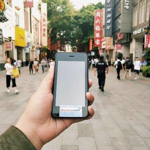 """Internet di China  Oke, sekarang gue mau bahas mengenai internet di China karena ada beberapa pertanyaan masuk mengenai ini.  Di china, semua aplikasi google itu di banned alias ga bisa di buka.. Namun, kita bisa akses app tsb pakai VPN kalau emg pakai simcard local atau wifi sini.. Tapi ribetnya minta ampun.. Disini, semua hotel menyediakan wifi tapi percuma ga bisa buka apa apa juga kecuali wechat 😑  Makanya gue saranin bawa wifi router dari Indonesia kalau kalian mau jalan jalan ke china.. Nah di trip gue kali ini, gue selalu bawa @bawawifi kemanapun gue pergi.. Internetnya lancar jaya, ga ada aplikasi terblokir.. Dan bebas akses apapun sepuasnya dan kapan saja.. Even di kota kecil sekalipun, @bawawifi ada sinyal loh.. Keren ga tuh?  Jujur aja sih kalau gue ga bawa @bawawifi gue udh mati gaya disini asli.. Karena gue pernah mau coba pakai wifi hotel, hidupin vpn tapi tetep ga bisa :"""""""""""""""" gilaa yaaa.. Huff.. @bawawifi penolong banget deh emg :"""""""""""") . . .  #khansamanda #khansamandatraveldiary #clozetteid #wonderful #beautifuldestinations #travel  #travelphotography #travelblogger #indonesiatravelblogger #travelgram #womantraveler #travelguide #travelinfluencer #travelling  #wonderful_places #indtravel #indotravellers  #bestplacetogo #seetheworld #solotravel  #ootdplussize #ootdbigsize #plussizeindonesia #plussizefashion #plussizemodel #china #guangzhou #wifi #bawawifi"""