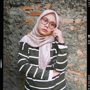 Weekend, tapi masih harus #dirumahaja. Udah mulai bosen, tolong.....#HLLadies #hlraya2020 #eidwithhl #heavenlights  #heavenlightscustomer  #inlovewithhl #umrohwithhl #clozetteid #clozette #ootd #ootdid #hijabstyle #hijabfashion #fashion