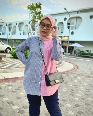 Masih edisi gaya andalan kalo lagi males pake softlens 🤓🥼 Daily Shirt👖 Deya Pants Navy🧕🏻 HL VoalAll collection from @heaven_lights 🧡🧡-#hlladies #hlmonthlygiveaway #setiabersamahl #ootdwithhl #heavenlightscustomer #heavenlights #hlpremiumscarf #deyapants #clozetteid #clozette #iphone #shotoniphone #iphonesia #lb #like #outfit #look #lookoftheday #hijabstyle #hijabootdindo #streetphotography #streetstyle