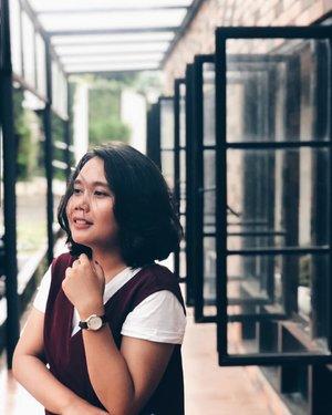Selamat hari kartini buat seluruh Perempuan di dunia☺️ Aku lagi suka pake filtenya #vsco nih, menurut kalian bagus mana? Edited or not, swipe left buat liat yang originalnya🙄  Ini si pake #ipon, karna pake kamera masih susah buat bokeh-bokehnya😅 . . . . . . . . #ClozetteID #photo #vsco #iphonesia #cafestagram #jakartacafe #jakartaevents #shoot #like #love #girl #indonesia #jakarta #ootd #fashion #aboutfashion