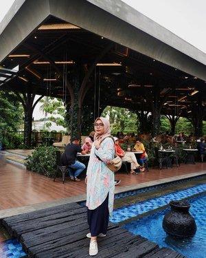 Liburan telah berakhir, saatnya kembali mencari rezeki untuk beli baju baru lagi. Ehh 🤭 Happy monday 💥_____________#ootd #Clozetteid #Clozette #hotd #travelling #travel #hijab #hijabstyle #fashiondaily #fashionhijab #evidibogor #kuliner #anakjajan #girls #indonesia #fashion #kivacathaly #kiva #tunik #kulot #like #follow #follow4follow #giveaway #giveawayootd