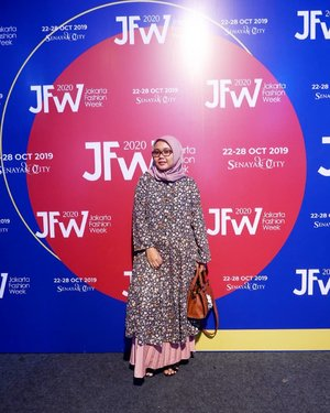 JFW Day 5 - Be Fashion Insider for @pvra.official, thanks for invitation.I wish I can have one of them ur collection soon 😍😍 it's to cute.Can't wait for tomorrow. See you.#OOTD tap for details 😉_________________________#PvraJFW2020 #JFW2020 #JakartaFashionWeek #Wearejfw #Clozette #Clozetteid #FashionWeek