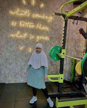 Selamat pagi happy weekend, jangan males olahraga yukkk biar makin sehat 🏋️♀️🏋️♀️Tapi sebelum itu kita #ootdwithhl dulu yaa ☺️ Wearing Naima Long Shirt Pistachio & Aluna Bergo by @heaven_lights 🖤-#hlladies #heavenlights #ootdwithhl #ootd #workout #hijaboutfit #setiabersamahl #hlmonthlygiveaway #alunabergo #naimashirthl #clozetteid #clozette #lb #like
