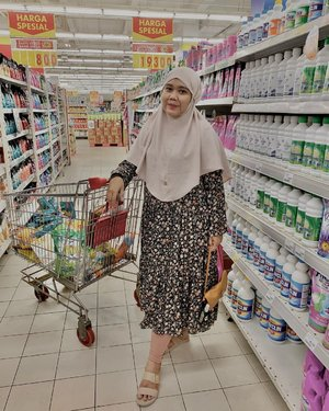 Weekend it's Groceries Times 🛒🛒🧕🏻 Aluna Bergo by @heaven_lights 👗 Midi dress by @haideeorlin --#clozette #clozetteid #hlladies #teampvra #ootdwithhl #hlmonthlygiveaway #setiabersamahl #localbrand #supportlocal #groceries #ootdgrocery #groceryshopping #outfit #look #lookbook #lb #likes #heavenlights #heavenlightscustomer #hijabers #hijabootd #hijabootdindo #alunabergo #bergohl #weekend