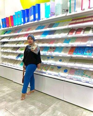 Mampir buat belanja ❌Mampir buat #ootdwithhl ✅..#hlladies #ootdwithhl #hlmonthlygiveaway #setiabersamahl #deyapants #clozetteid #clozette #lookbook #hijabers #hijabootd #hijabootdindo #lippomallpuri #outfit #fashion #ootd #lb #likes #like #lfl #ffl #shaheenscarf #deyapantshl