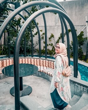 Yang memilih belum tentu terpilih, kau merelakan bukan berarti kalah.Melihat ke belakang bukan berarti ingin kembali. Hanya saja hidup perlu mengenang. Dan percayalah akan ada hal baik di kemudian hari 💫Happy Tuesday 🤓-#clozetteid #ootd #ootdid  #hijabfashion #hijabstyle #lb #style #hijabers #hijabista #hijabootd #hijabootdindo #lookoftheday #lookbook #fashion #style #lb #jktspot #jktspotphoto #indotravellers #indotraveller #indotravel #travelphotography_