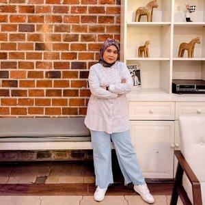 Udah Desember aja yaa. Besok udah ganti tahun aja.. Cepet banget si waktu berlalu. Yuk semangat lagi yuk._#geulisid #geulisasliindonesia #geuliswoman #geulis3ootd #clozetteid #clozette #ootd #ootdid #hijablook #hijabstyle