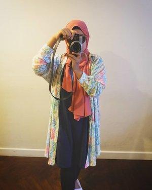 Karna sesungguhnya kivanya @haideeorlin tuh bermanfaat banget buat akoh yang masih belajar berhijab dan masih punya banyak koleksi baju lengan pendek dan midi dress 😁  Jadi bisa di jadiin outer keren kaya gini ❤️_  _____________________________ #OOTD #ootdid #clozette #clozetteid #hotd #fashion #fujifilm #hijubstyle #selfie