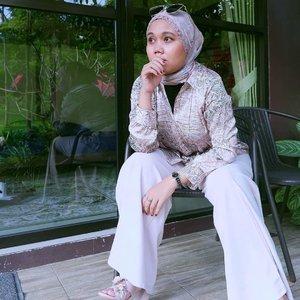 Dya pergi lagi, bangku itu kosong lagi.Yasudahlah, biarlah.. Mungkin dya memang bukan pilihannya, yakinlah pilihannya pasti yang terbaik untukmu._#clozetteid#HLLadies#inlovewithhl#umrohwithhl#heavenlights#hlraya2020#heavenlightscustomer#eidwithhl#ootd#ootdid#hijabstyle#hijabfashion#mashrascarf#kulot#kulothl#majablousehl#evidiBogor