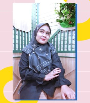 So look me in the eyesTell me what you see 👀🎶- -#vanillahijabceria#vanillahijabstyle#sistervanillahijab#ootdvanillahijab#ceriascarf#clozetteid#clozette#ootd #ootdid #lb #selfie-