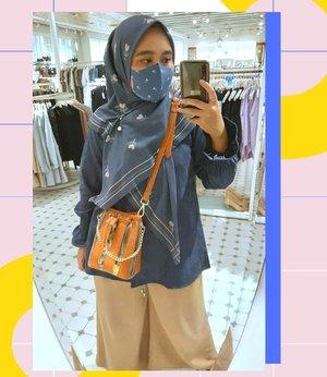 Belum lengkap gitu kayanya kalo main ke mall belum #mirrorselfie di kaca gini, apalagi pas pake Masker dan Scarf #ceriascarf yang kece banget gini 💞💞-#vanillahijabceria#vanillahijabstyle#sistervanillahijab#ootdvanillahijab#ceriascarf#clozetteid#clozette#ootd #ootdid #lb #mirrorselfie #selfie #mirror -