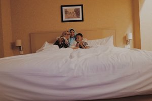 It's about comfort 👩👩👦🚪❣️_  #clozetteid #clozette #family #staycation #weekend