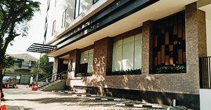 New Hotel Alert 🏨. Today All Nite & Day Kebon Jeruk Hotel open for public 🎀 So, buat yang butuh tempat menginap saat lagi ada tugas bisnis deket-deket sini atau yang mau ngopi-ngopi cantik sambil kongkow bareng temen boleh kesini. . . 📸 Fujifilm x-a20 📍Jl. Perjuangan kebon jeruk Jakarta Barat . . . . #visithotel #view #travel #traveller #Clozette #Clozetteid #fujifilm #hotel #jakarta #indonesia #hotelroom #hotels #cafe