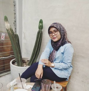 Morning 🌵 Happy weekend guyss..Wearing Maruna Scarf OSLO @hlpremium_scarf 🖤💜-#hlladies #umrohwithhl #heaven_lights #hlpremiumscarf #heavenlights #heavenlightscustomer #marunascarf #DeyaPants #denimshirthl #inlovewithhl #hlraya2020 #clozette #clozetteid #ootd #lb