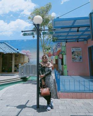 Yogyakarta rasa korea ☀️🎎_#ootd with Best Seller Kiva of @haideeorlin 😊💕_#hogiveaway#Clozette #Clozetteid #girls #travelling #travel #kivahaideeorlin #haideeorlin #ootdid #hijabstyle #hijabfashion #fashiondaily #fashionista #fashion #streetstyle #style #styleootd#evidijogja