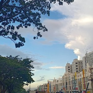 Hey you, yes you! I love this sky because of you. Happy weekend 😉🌤️ .#sky #shotonoppo #oppof9 #evidijakarta #caughtgramming #clozette #clozetteid