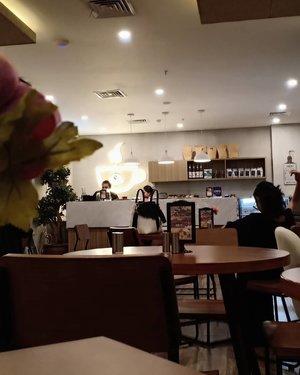 Pecinta hangout ada tempat baru nih di Jakarta bagian barat, kalian bisa nginep ataupun cuma mau buat meetup maupun meeting diluar. Disini ada hotel + cafe gitu, dan tempatnya cozy lah pastinya. Nama hotelnya All Nite & Day Kebon Jeruk, dan cafe nya Three Beans Coffe and Kitchen.Dan nyari tempat-tempat kece kaya begini tuh harus punya kuota internet besar pastinya, apalagi buat upload foto-foto kalo udah disini. Tenang, aktifin aja paket internet #PaketNewFreedom dari @im3ooredoo yang ngasih kuota besar hingga 60GB 😍 bukan itu aja. Ada benefit lain seperti gratis telpon kesemua operator loh. Kapan lagi dapet kuota besar ditambah gratis telp. Buruan aktifin paket internetnya.#IM3OoredooSquad #Clozetteid#caffe #coffeeshop #jakarta