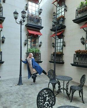 Sambil nunggu yang mau dipegangin, jadi pegangan tiang aja dulu 🙃🙃Jangan salfokkkk hahahahha iya itu sendal hotel, belum siap foto sebenernya. Tapi yaudahlah, test camera aja dulu.😁-#clozette #clozetteid #ootd #ootdid #heavenlights #umrohwithhl #inlovewithhl #heavenlightscustomer #hlpremiumscarf #deyapantshl #deyapants #travelling #traveller #lb #fff #like #photo #hijabstyle #holiday #weekend #latepost