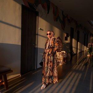 Siapa bilang gamis ga bisa bikin keren anak muda 😎👗 Sahara Dress Pleats by @heaven_lights 💥-#clozetteid #heavenlights#umrohwithhl#hlladies#hlraya2020#eidwithhl#heavenlightscustomer#inlovewithhl#saharadress#senja#cahayailahi_