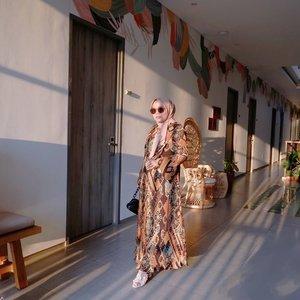 Cantik bangettt Iya gasiihhh. Gatau deh berapa harga dress ini kalo masuk mall, yang jelas ga akan aku tengok pastinya kalo udah masuk mall mah.Tapi untung dijualnya di @heaven_lights 😍 jadi bisa punya dress yang Ramah kantong 🤑Aahhhh cantik cantik parah. Luvv @jihan_ @emanazmah udah buatin dress Secantik ini ❤️❤️❤️-#heavenlights#umrohwithhl#hlladies#hlraya2020#eidwithhl#heavenlightscustomer#inlovewithhl#clozetteid#ootd #ootdid_
