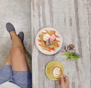 Katanya jam 10-12 itu adalah waktu yang tepat buat ngopi. #coffeeoclock....#coffeetime #clozetteid #lifetsyle #coffeeshop #cappuchino