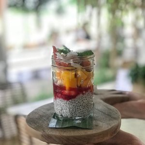 Basically fruit punch with lots of fruits 😂 My secret whenever I almost catch a cold. Shoo shoo flu... . . . #wheninBali #clozetteid #lifestyle #nook