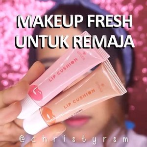 [MAKEUP FRESH UNTUK REMAJA]⁣⁣Heyo Beauties! 💖⁣𝐀𝐫𝐞 𝐲𝐨𝐮 𝐚 𝐭𝐞𝐞𝐧𝐚𝐠𝐞𝐫 𝐰𝐡𝐨 𝐰𝐚𝐧𝐭𝐬 𝐭𝐨 𝐬𝐭𝐚𝐫𝐭 𝐝𝐨𝐢𝐧𝐠 𝐦𝐚𝐤𝐞𝐮𝐩? Here's the tutorial in order to achieve a fresh makeup look for your Eid Al-Fitr! ⁣⁣The products that I used:⁣👧 @eminacosmetics Pore Ranger (Jangan bosen liat aku pakai ini mulu ya wkwk)⁣👧 @eminacosmeticsjakarta Bare With Me Mineral Cushion (Caramel)⁣👧 @beautytreatscosmetic Face Corrector Cream⁣👧 Emina CC Cake Latte⁣👧 @esaau.beaute Eyebrow (Dark Brown)⁣👧 Etude Play Color Eyes (Lavender) bought from @althekorea⁣👧 @lagirlindonesia Endless Auto Eyeliner (Brown)⁣👧 @wardahbeauty Xpert Mascara⁣👧 Emina Cheeklit (Sugarcane)⁣👧 Emina Lip Cushion (Pink & Peach)⁣⁣🎼 𝘑𝘢𝘴𝘰𝘯 𝘔𝘳𝘢𝘻—𝘔𝘖𝘙𝘌 𝘛𝘏𝘈𝘕 𝘍𝘙𝘐𝘌𝘕𝘋𝘚 🙂🙂⁣⁣#eminablushgang #ivgbeauty #eggabatch3 #indobeautygram #makeuptutorial #indovidgram @indovidgram @cikarangvidgram #wakeupandmakeup #clozetteid @zonamakeup.id @tampilcantik #inspirasicantikmu #altheaangels