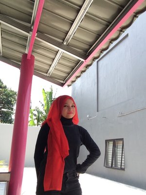 Discover new hijab style is fun #ClozetteID #GoDiscover #TheTouchOfRed