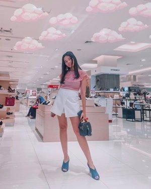 Percaya diri dengan lipatan lemak dimana-mana HAHAHA . . . . . #clozetteid #miniskirt #mini #simple #fashionblogger #fblogger #igers #latepost✌