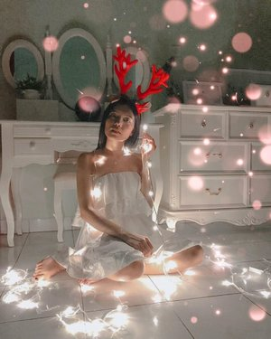 Happy Birthday my Lord, I'm so blessed 🥳🥳 trying this pose with white lamp and I'm really carefully for this 😊....#clozetteid #white #dressup #christmasdecor #christmastime #ootd