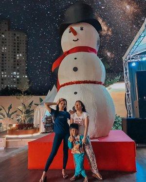 Kita Dinner Christmasnya simple aja, keluar apa adanya, cari ice cream truz photo sama Christmas tree and Olaf 😂yang penting sukacita Natal membuat kita happy 🥰😍 makasih loh sister @lesanisllh 😂🤣...#familly #clozetteid #celebration #olaf #christmastree