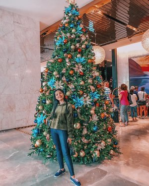 another Christmas tree with familly and different place 😊  start my holiday today 🥰😍 . . . . #clozetteid #christmastree #kl