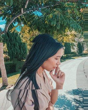 "Mikirin caption apa yang bagus aja susahnya minta ampun. Apalagi mkirin pertanyaan ""kapan nikah?"" ada yang merasakan hal yg sama??🤣🤣.......#clozetteid #clozette #beauty #blogger #asian #batakhits #bloggerperempuan #life"