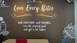 Suatu pagi. Saat masih sepi belum ada orang. Bisa menjadi pilihan untuk makan di ruang makan kantor di @kompastvTetap jaga jarak ya. Tetapkan protokol kesehatan itu wajib. Bismillah ikhtiar sehat 😍Oh ya. Yuk saling follow akun tiktok 😃. Akun saya : lidbahaweres #office #working mom #tiktok #fyp #clozetteid #love
