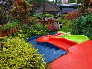 Sebelum subuh, pagi ini hujan deras sekali. Saya bilang ke suami kalau hujannya tuh kayak ada yang lagi marah. Mau naik kereta ke stasiun hujan sederes itu nggak dijinkan. .Akhirnya diantar bapak suami ke stasiun UI. Alhamdulillah nyampe stasiun hujan mulai reda. Sampai di stasiun  Tanah Abang udah mulai terang. .Alhamdulillah pagi ini semoga penuh warna yang selalu memberikan semangat. #clozetteid #lidbahaweres #love #happy #jumatberkah