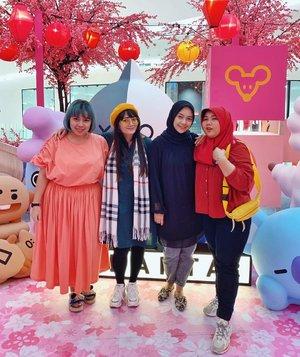 Happy International Women's Day dari kami para perempuan tangguh. 🤣Walau sibuk dengan kegiatan masing-masing namun selalu menyempatkan diri untuk fangirling wkwkwkwk. Jangan lupa jaga kesehatan ya ladies! Borahae. 💜#bapsaebabes #eonniline #army #BTSarmy #friendship #kpopers #clozetteID