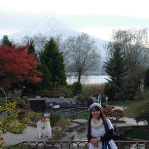 Gunung Fuji-nya kelihatan gak? 🗻🗻 . . . #travel #traveling #travelgram #instatravel #travelphoto #cKtrip #chikastufftrip #latepost #clozetteID #cKjapantrip #japantrip #japan #kawaguchiko #kawaguchikomusicforest
