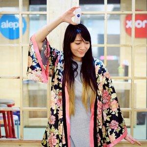 Apakah dari kalian ada yang pengen jalan-jalan ke Korea GRATIS? Coba deh kalian share #CantikAllOut ala kalian plus pose dengan @NIVEA_id Pearl & Beauty Deodorant, siapa tau bisa beruntung jalan-jalan dan ketemu oppa kesayangan di Seoul..Gimana? Mau gak? Kalau mau cuss deh langsung upload foto dan ceritain #CantikAllOut versimu. Info detailnya cek IG @NIVEA_id yaaa 💙.📸 by @cindanaa...#clozetteID #japanesestyle #dailyphoto #fashionista