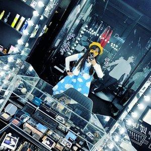 Main-main ke make up room artis @smtown di SM Museum. Kangen banget pengen jalan-jalan lagi, tapi apa daya. Jadi upload aja foto #throwback. Untung stock foto masih banyak.  Kira-kira kalau aku nulis soal SM Museum di blog pada tertarik baca gak?  #travel #travelgram #traveler #instatravel #cKinKorea #seoul #kpop #southkorea #kpoptrip #clozetteID