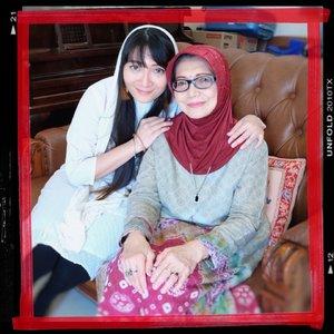 Sebuah mandatory: postingan bersama Mama di Hari Ibu.  Sehat terus ya, Ma. ❤️  #mothersday #hariibu #happymothersday #ibu #mom #mama #family #clozetteID