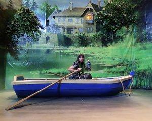Naik perahu di #WorldofGhibliJKT. Ada yang bisa nebak ini dari film apa? 🚤 . 📸 by @goenrock . . . #worldofghibli #ghibli #studioghibli #ootd #clozetteID #clozette #instagood #instafun