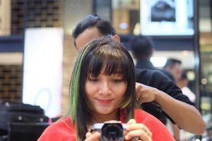 Udah pada lihat video treatment #SelfieColor @irwanteamhairdesign di channel Youtube aku? Kalau belum bisa baca-baca selengkapnya di http://bit.ly/SelfieColor yaaaa~ . . . #clozetteID #ClozetteIDreview #IrwanTeamxClozetteIDReview #IrwanTeamReview #LorealProID #LorealPro #haircolor #selfie #chikahairjourney