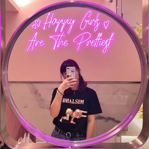 Wow @plazaindonesia has the cutest toilet! 💕 . . . #clozetteid #mirrorselfie #aestheticphotography #plazaindonesia #quotes #girlquotes #ファッション #コーデ #instalove #instadaily #fashionbloggers #lifestylebloggers