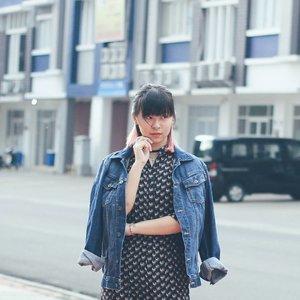 New outfit post tonight! 🐓🐔 . . . #fashionbloggerstyle #fashionblogger #fbloggers #fashion #streetstyle #cgstreetstyle #clozetteid #ggrep #looksootd #lookbookindonesia #styleblogger #coordinate #streetsnap #bloggerbabes #asiangirl #styleinspiration #ombrehair #今日のコーデ #今日の服 #ファション #ブロガー #ファションブロガー #コーデ #denimjacket #vintagedress