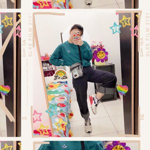 Agak ke-skip gpp deh ya yang penting sampe dah tuh 30 hari #japobsOOTD 🤣🤣 Swipe to see the video! ✌🏻 Oh iya baru sadar crewneck sama celananya dari @uniqloindonesia semua 🤪 . . . #clozetteid #tiktokindonesia #tiktokfashion #ootd #ootdindo #ootdbloggers #fashionbloggers #stylevideo #outfitinspiration #outfitinspo #styleinspo #ootdinspiration #90s #y2k #30daysofoutfits #패션 #오오티디 #오오티디룩 #스트릿패션 #今日の服 #今日のコーデ #コーデ #ファッション