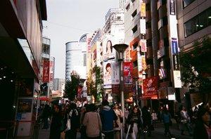 Selalu pengen ngepost tapi ujung-ujungnya close ig + ninggalin hp � Rencana post jam 7, sekarang udah jam 12 😤 Gonna spam some photos from #disposablecamera *kalo ga lupa* . . . #clozetteid #tokyo #japan #35mm #filmisnotdead #ikebukuro #japanloverme #ggrep #travelblogger #travelblog #BigDreamerInJapan #japantravel #exploretokyo #exploretheglobe #theglobewanderer #旅行 #�京 #ブロガー #여행 #여행스타그램 #�본 #�본여행