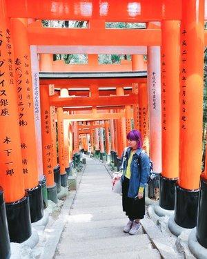 The main reason I visited Kyoto was these torii gates ⛩ I ended up falling deeper in love with this city tho 💖 . . . #clozetteid #BigDreamerInJapan #japanloverme #ggrep #jntoid #japantravel #kyoto #explorekyoto #fushimiinari #traveler #travelblogger #wanderlust #travelgram #abmtravelbug #wetravelgirls #damestravel #여행스타그램 #여행 #일본여행 #旅行