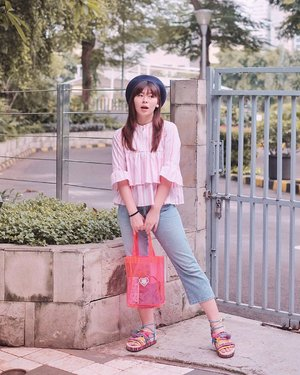 Udah lama ga OOTD-an yang proper. Another akhirnya-mei-ga-pake-kaos #japobsOOTD 💁🏻♀️ Akhirnya punya baju baru yang gemes dan comfy, ini dari @houseofkyo bajunya. Baju-bajunya warnanya pastel so me 🥺 . . . #clozetteid #fashionbloggers #ootdbloggers #styleinspo #lookbookindonesia #outfitinspo #outfitinspiration #koreanstyles #bloggerperempuan #kfashion #asiangirls #coordinate #wearjp #패션 #패션스타그램 #오오티디 #오오티디룩 #스트릿패션 #패션스타일 #今日の服 #今日のコーデ #コーデ #ファッション