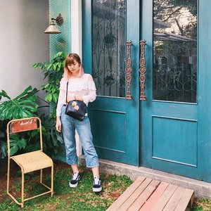 """I used to wear skirts/dress for """"proper� look because I thought I looked weird and big in pants. These days I wear pants most of the time because it's comfortable and more convenient 🤷��♀� How about you? . . . #clozetteid #japobsOOTD #fashionblogger #styleblogger #ootdindo #lookbookindonesia #wearjp #outfitoftheday #styleinspo #cgstreetstyle #streetstyle #ootd #indonesianfemalebloggers #bloggerperempuan #패션 #오오티디 #스트릿패션 #패션스타그램 #今日�� #今日�コーデ #コーデ #vans #vansoldskool"""